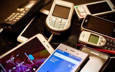 Alte Handys im Blick